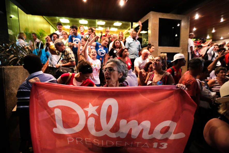 Encontro da presidente com professores e integrantes de movimentos sociais na capital paulista em outubro. No ato, ela recebeu apoio de grupos próximos ao PT.