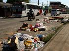 Moradores reclamam de lixo após banda   (Jamile Alves/G1 AM)