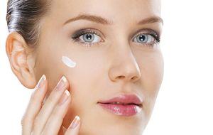Escolha o hidratante correto para o verão e saiba como cuidar da pele durante o calor
