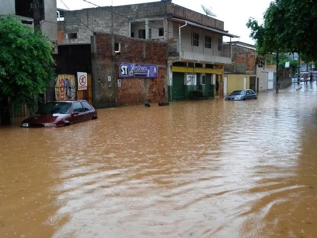 Chuva Coronel Fabriciano (Foto: Patrícia Belo/G1)