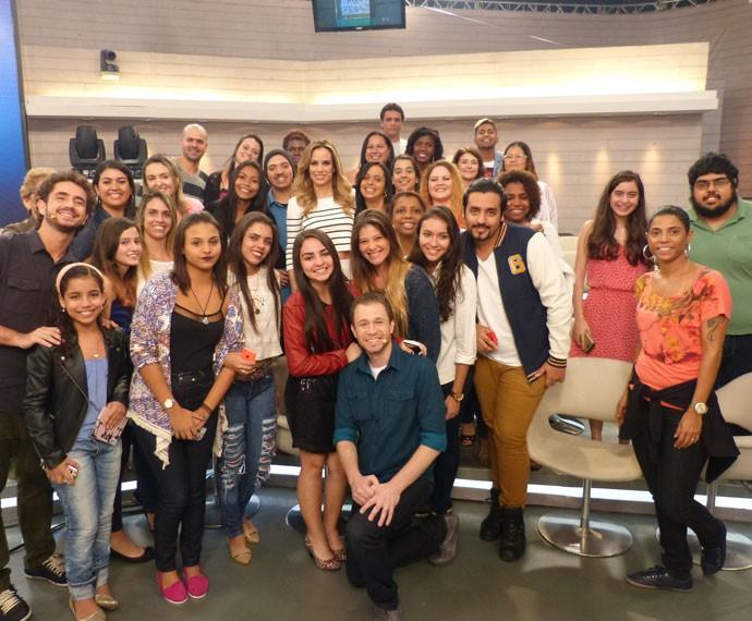 Plateia se anima e posa com apresentadores do Encontro (Foto: Viviane Figueiredo Neto/ Gshow)