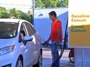 Procura por etanol é estratégia para economizar (Foto: Reprodução/TVCA)