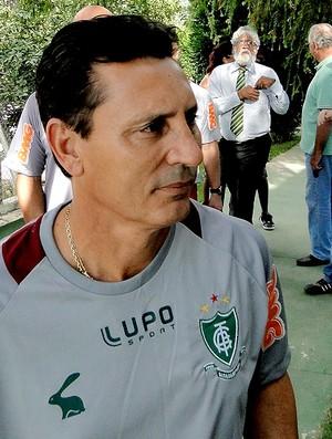 Paulo Comelli técnico do América-MG no treino (Foto: Mauricio Paulucci)