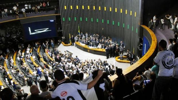 Torcida do Santos na sessão solene na Câmara dos Deputados (Foto: Agência Câmara)