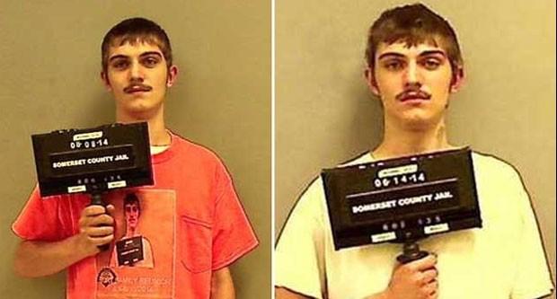 Robert Burt posou para foto da polícia usando camisa com imagem da prisão anterior (Foto: Somerset County Sheriff)