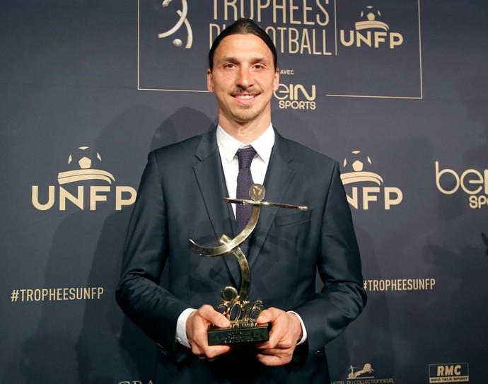 Ibrahimovic PSG prêmio Campeonato Francês (Foto: AP)