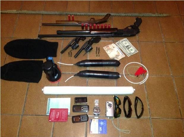 Armas encontradas com presos em São José dos Campos (Foto: Divulgação Polícia Militar)