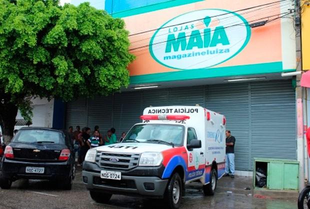 Eletricista trabalhava na manutenção de um elevador dentro de uma filial das lojas Maia, em Mossoró (Foto: Marcelino Neto/G1)