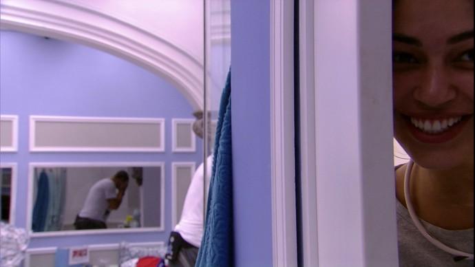 Vivian é trollada no banheiro (Foto: BBB)
