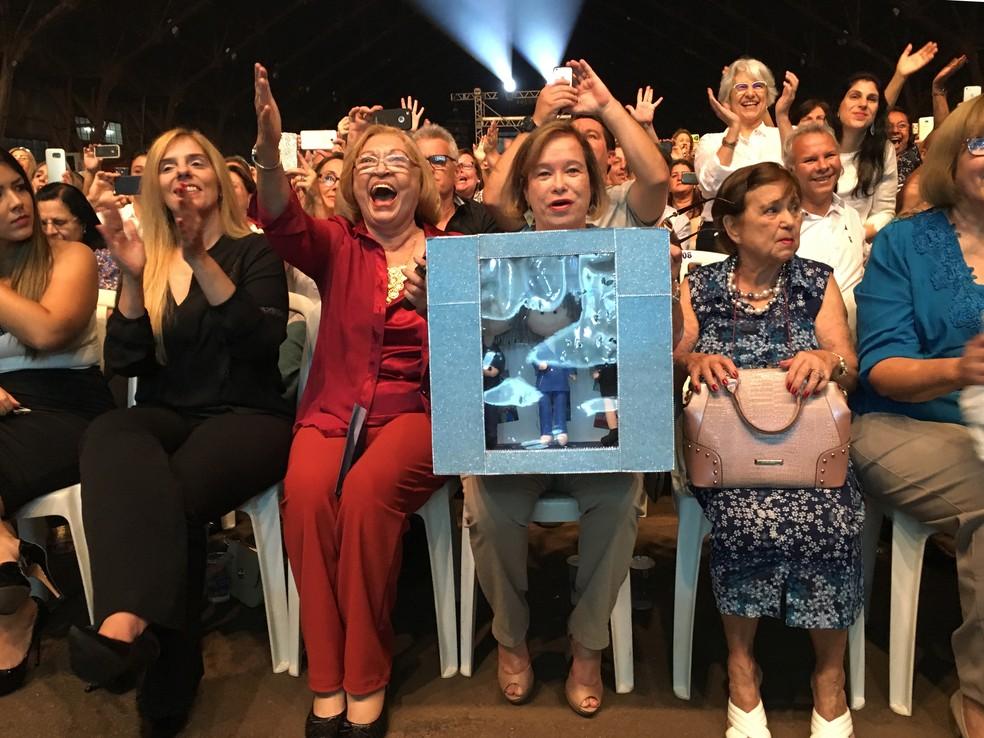 Fãs se emocionaram durante o show de Roberto Carlos (Foto: Heloise Hamada/G1)