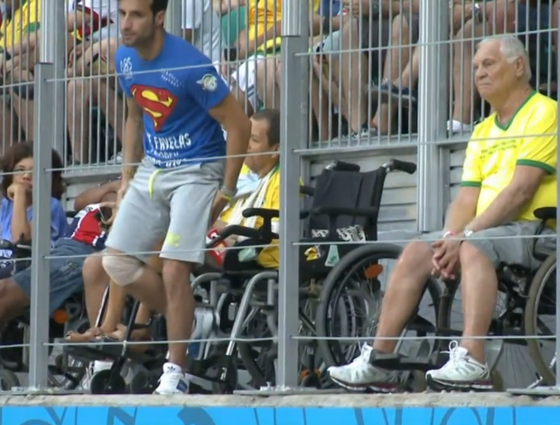 Cadeirante invade gramado em Bélgica x Estados Unidos (Foto: Reprodução SporTV)