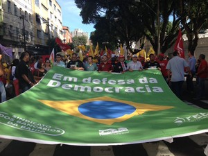 Movimentos sociais em novo ato pró-governo em Salvador (Foto: Henrique Mendes/G1 BA)
