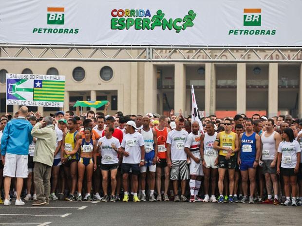 Atletas participam da Corrida Criança Esperança em São Paulo (Foto: Keren Chernizon/News Free/AE)