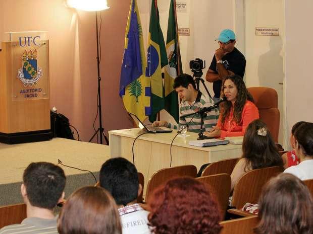 Luma Andrade na defesa de tese nesta sexta-feira (20) na Universidade Federal do Ceará (Foto: Igor Grazianno/UFC)