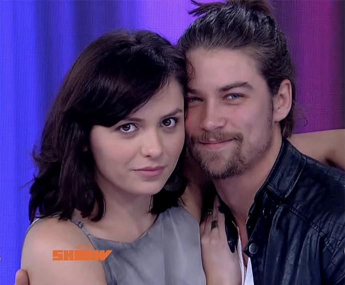 Monica Iozzi e Raphael Sander posam juntos (Foto: Vídeo Show / Gshow)