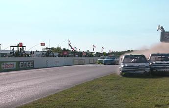 Piloto joga rival na grama para vencer na Nascar e é atacado após a corrida