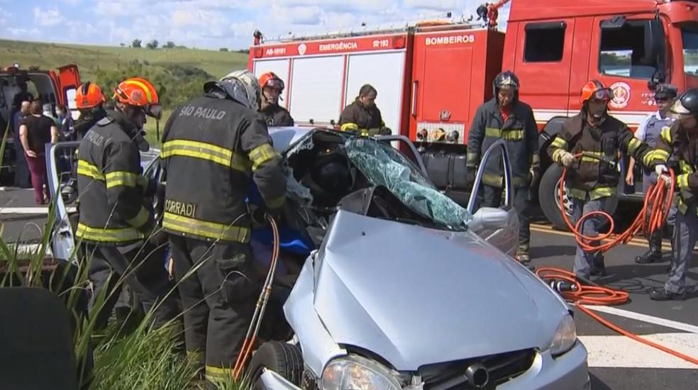Quatro pessoas de uma família ficaram feridas em acidente em Oscar Bressane (Foto: Reprodução/TV TEM)