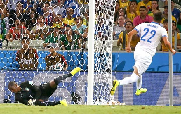 Samaris marca gol da Grécia contra a Costa do Marfim (Foto: Agência Reuters)