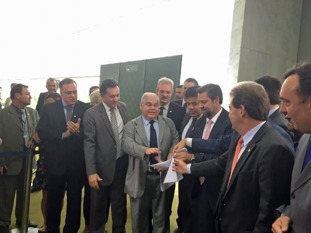 Deputados de oposição apresentam nomes da chapa alternativa para a comissão especial do impeachment (Foto: Nathalia Passarinho/G1)