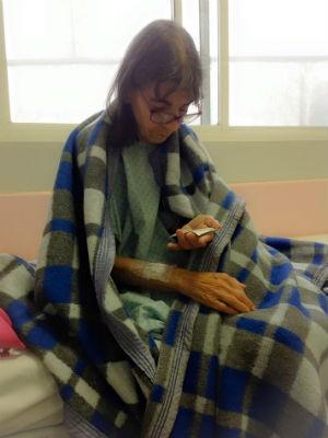 Na foto, Dirce Vianna em 12 de fevereiro, dia em que foi operada (Foto: Arquivo pessoal)