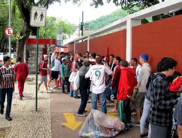 torcida fluminense fila de ingressos laranjeiras (Foto: Rafael Cavalieri / Globoesporte.com)