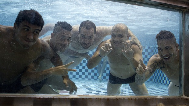 Jogadores do Corinthians na piscina (Foto: Daniel Augusto Jr / Agência Corinthians)