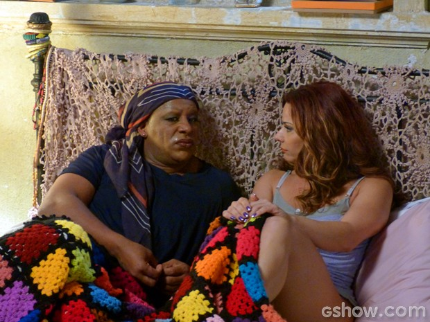 Truqueira: Naná sempre dá um jeito de dormir na casa de Xana (Foto: Império/TV Globo)