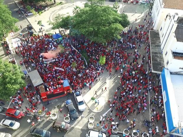 Imagem aérea da manifestação em Teresina (Foto: Magno Bonfim/TV Clube)