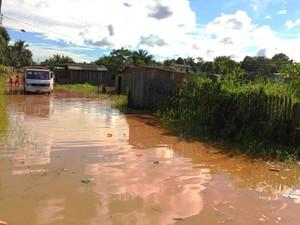 Rio Acre volta a transborda e primeira família já é removida para abrigo (Foto: Andréia Oliveira / Asscom Prefeitura de Rio Branco)