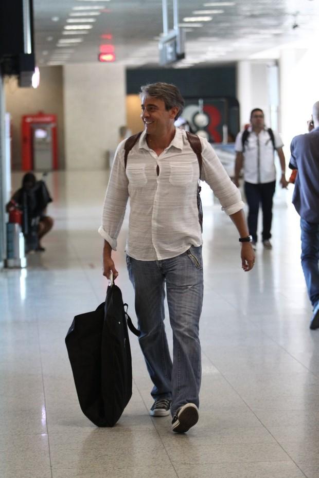 Alexandre Borges no aeroporto (Foto: Wagner Santos / Foto Rio News)