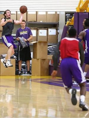 Marcelinho Huertas treina no Los Angeles Lakers e tem encontro com Kobe Bryant (Foto: Reprodução/Instagram)