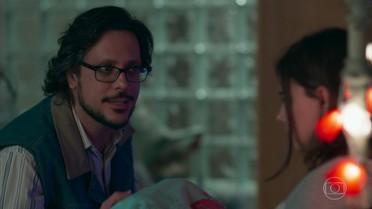 Roney pressiona Keyla e Tato sobre a paternidade de Tonico