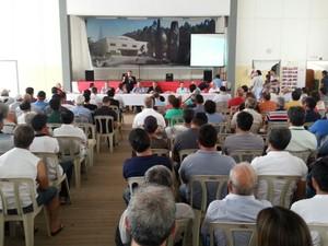 Diretor superintende do DAEE pede colaboração aos agricultores para economia de água (Foto: Maiara Barbosa/ G1)