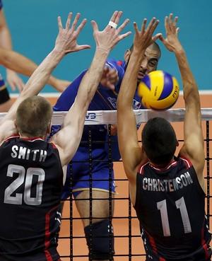 Ngapeth França x EUA - Liga Mundial de vôlei (Foto: Reuters)