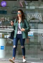 Look do dia: Alessandra Ambrósio aposta em modelito casual no Rio