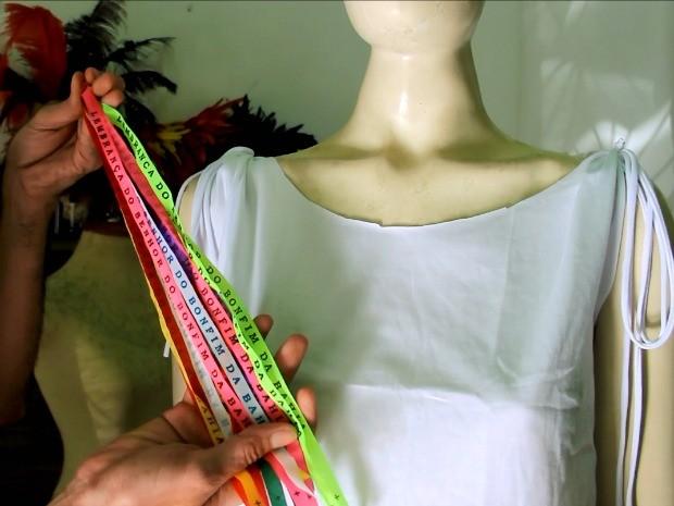 Fitas coloridas podem compor abadá (Foto: Jamile Alves/G1 AM)