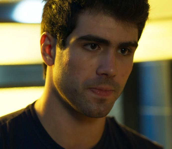 'O que é que você quer de mim, hein?', dispara Rômulo (Foto: TV Globo)