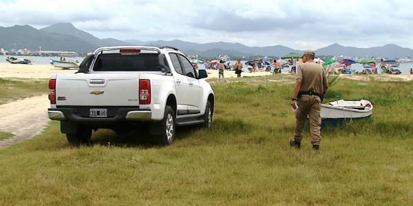 Carros de estrangeiros são multados, mas motoristas deixam o país sem pagar pelas infrações (Foto: Reprodução/RBS TV)