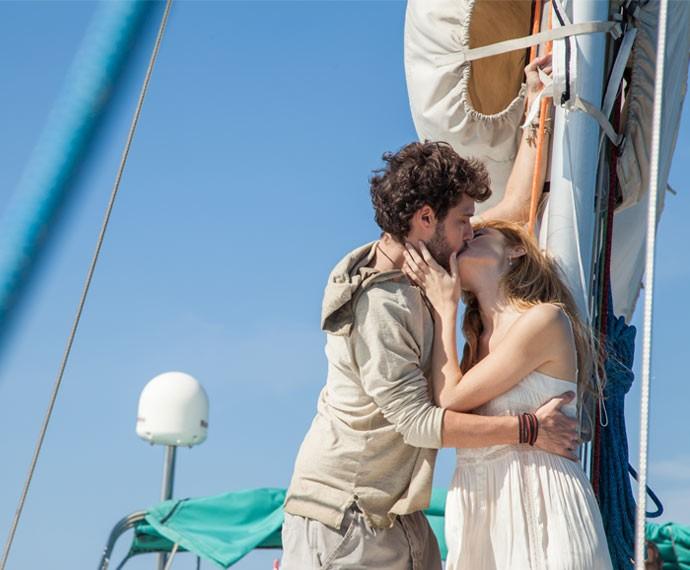 Pedro e Júlia se reconciliaram na cena final da novela (Foto: Fabiano Battaglin/ Gshow)