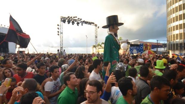 Arrastão do Frevo encerra carnaval no Marco Zero (Fernando da Hora/Leiajá Imagens/Estadão Conteúdo)