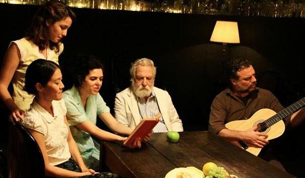 Trechos da obra de Manoel de Barros integram o texto do espetáculo (Foto: Divulgação)