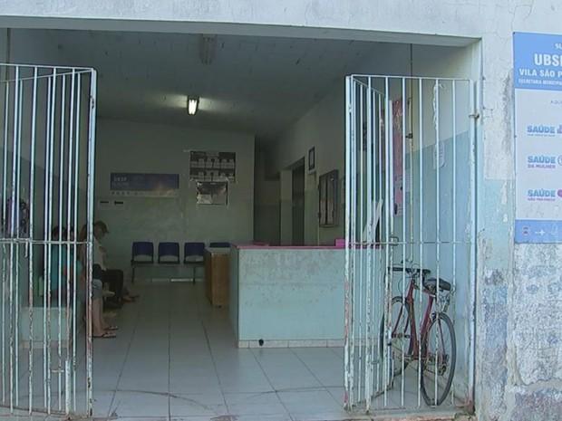 Moradores reclamam de más condições de UBS da Vila São Paulo (Foto: Reprodução/TV TEM)