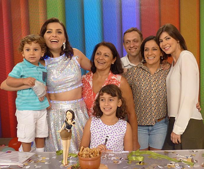 Monica Iozzi recebeu o carinho dos sobrinhos e da família (Foto: Cristina Cople / Gshow)