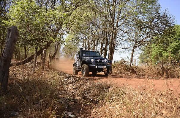3ª etapa do Rally Eco Goiás 2014 levantou poeira. (Foto: Evandro Duarte/TV Anhanguera)