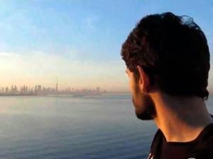Jovem com doença rara larga tudo para viajar o mundo (Foto: Reprodução/RBS TV)