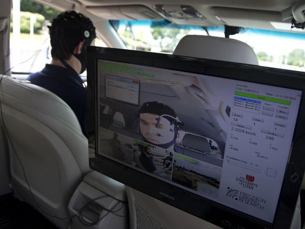 Cérebro foi monitorado durante a pesquisa sobre condução distraída (Foto: Manuel Balce Ceneta)