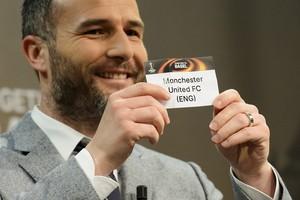 Alexander Frei, ex-jogador suíço e embaixador da final da Liga Europa, papel Manchester United (Foto: Jean-Christophe Bott/Keystone via AP)