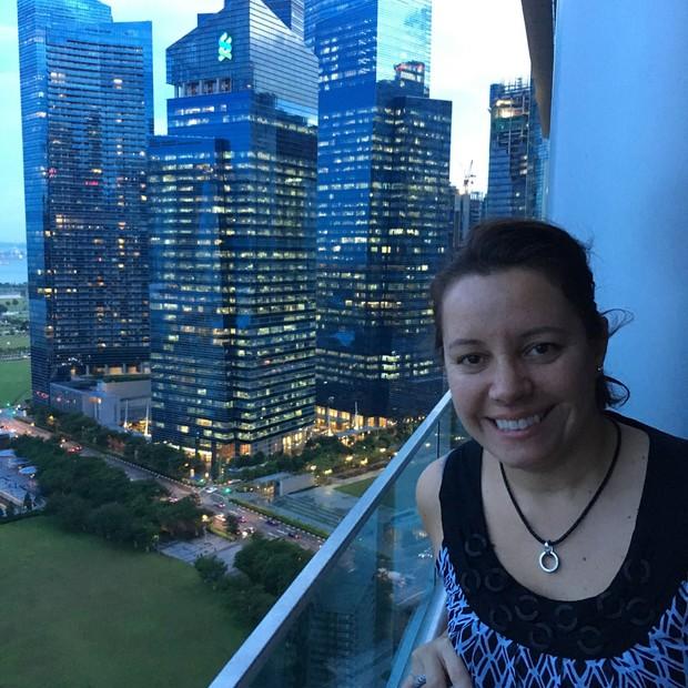 Fernanda Moura, do projeto The Girls on the Road, em Cingapura (Foto: Divulgação)