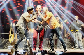 Marcio Art, Chrigor e Salgadinho no palco (Foto: Divulgação)