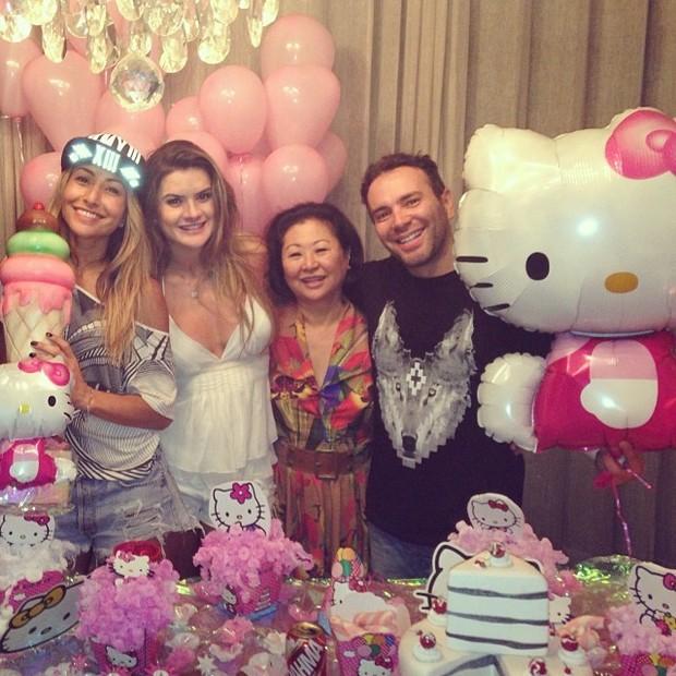 Sabrina Sato, Mirella Santos, Dona Kika e Matheus Massafera no aniversário da apresentadora em São Paulo (Foto: Instagram/ Reprodução)
